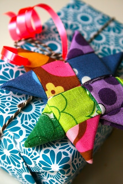 Camps - the directions are in Danish, but it's pretty easy to figure out from the pics - fabric strip star. . . you don't actually have to sew anything. great gift idea!