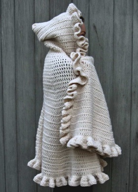 hooded cape free crochet pattern--oh my!  I need this in orange to wear on Illini game days!