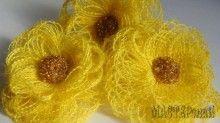 Нежные цветы из грубой ткани