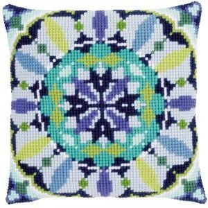 """""""Blue Rosette"""": kruissteekkussen op voorgeschilderd stramien"""