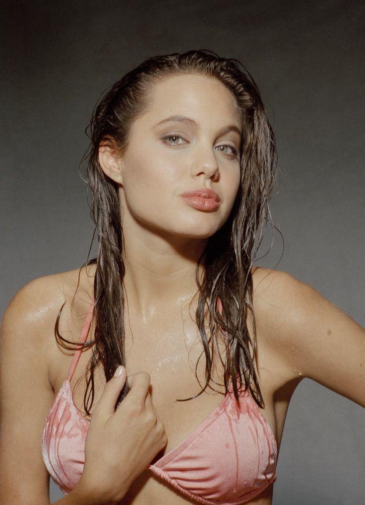 Angelina Jolie naked pics & sexy photos