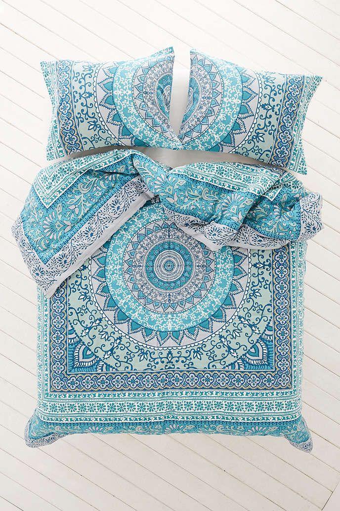 Plum & Bow Katara Medallion Comforter - Urban Outfitters