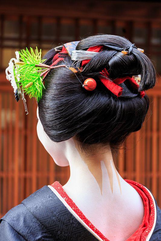 поделитесь фото прически для японского платья молчу киваю