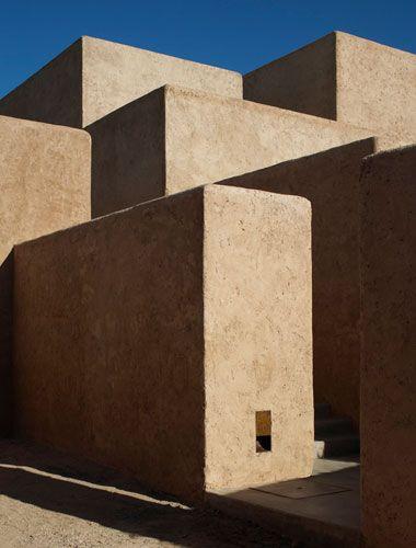 Studio KO - Villa K - Marrakech - ©Dan Glaser > Stacked mud blocks, seen from the bottom of the house