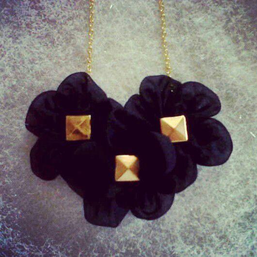 kalung bunga bentuk love, IDR 28.000