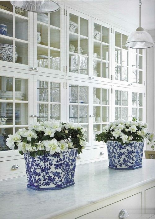 Fresh white gardenias placed into these pretty blue & white flower pots on the kitchen island..