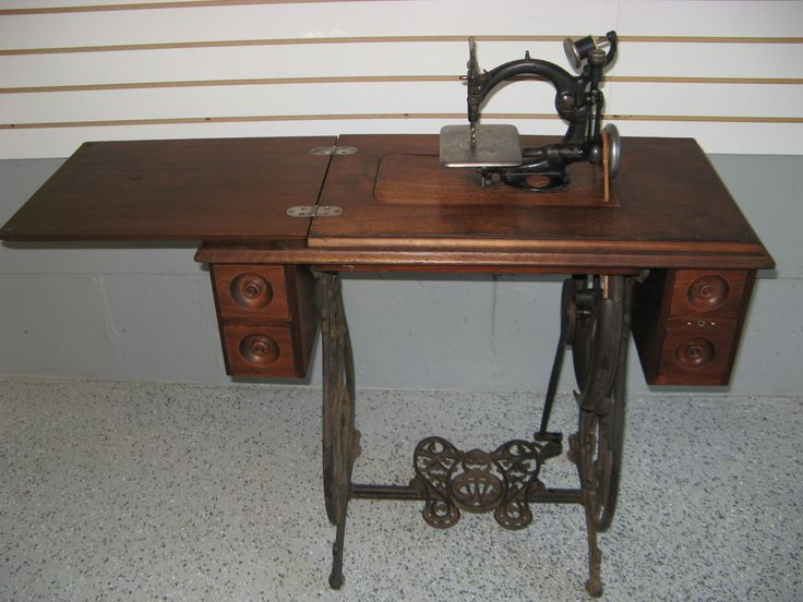 1883 Wilcox Amp Gibbs Treadle Sewing Machine With 4 Drawer