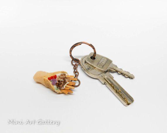 Souvlaki keychain / Gyros pita key ring miniature / tzatziki salad kawaii fake foodie accessory / mini food fimo polymer clay. © Mini Art Gallery