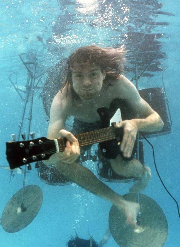 Pese a que su deceso estuvo durante años rodeado de misterio, las investigaciones determinaron que fue un suicidio. El vocalista de Nirvana, Kurt Cobainfalleció el 5 de abril de 1994 en Seattle.