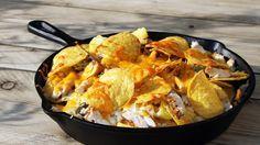 Nacho's van de BBQ zijn ideaal als voorgerecht. Ga voor dit nacho's recept met kip en ananas!