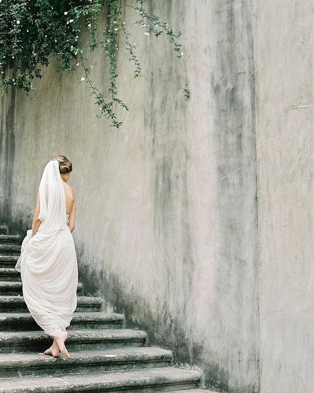 こうやってボリュームあるけどとろんとしたスソを持って歩きたいのなぁ。 #クレアペティボーン #clairpettibone #temperleylondon #ジェニーパッカム #jennypackham #moniquelhuillier #モニークルイリエ #日本中のプレ花嫁さんと繋がりたい #全国のプレ花嫁さんと繋がりたい #全国の花嫁さんと繋がりたい #2017冬婚 #2018春婚 #2018夏婚 #2018秋婚 #東京花嫁 #東京プレ花嫁 #ウェディングドレス #ドレス試着 #ラスティックウェディング #ボヘミアンウェディング #結婚式 #結婚式準備 #お譲り #ドレスお譲り #ドレスお譲りします #ドレス迷子 #ジェニーパッカムお譲り #jennypackhamお譲り #クレアペティボーンお譲りnao_wd_1804