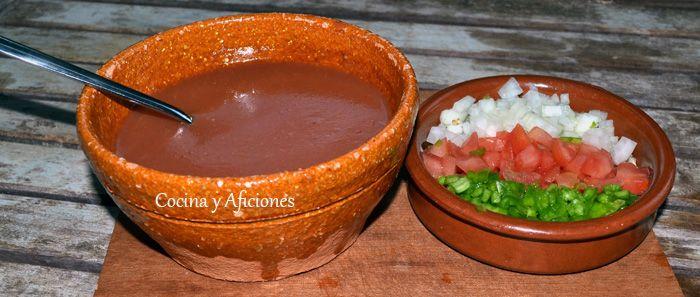 Gazpacho toledano: Los ingredientes son iguales pero no se pasa por la batidora, se come la verdura en trozos, picamos los ingredientes, ali...