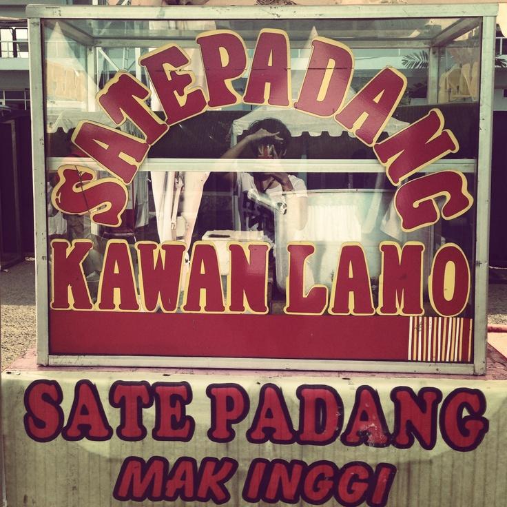 Booth Makanan di Konser cinta Musik Indonesia,Tenis Indoor Senayan, 4 Mei 2013