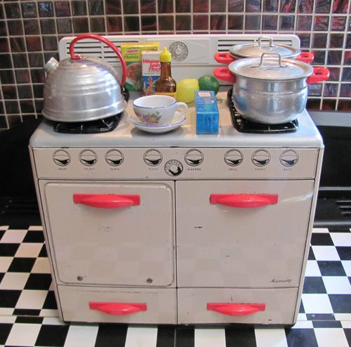 VINTAGE METTOY TOY DOLLS TIN KITCHEN STOVE COOKER OVEN WORKS