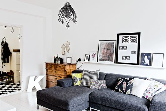 A PINBOARD IN PARTICULAR: the elusive black sofa.