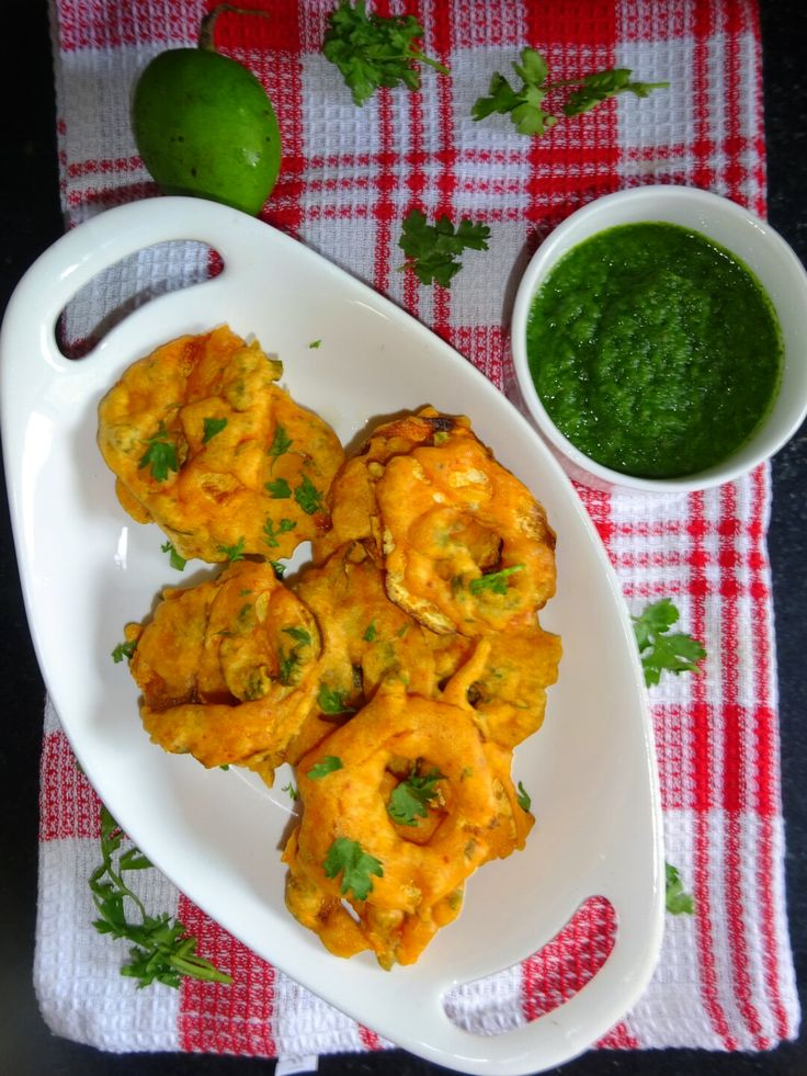 Veg Indian Cooking: Kacche Aam Ke Pakore (Raw Mango Fritters) Crunchy Raw Mango Pakoda is a delicious Indian recipe served as a Snack. Raw Mango Pakora is a very tempting, crispy, delicious snack which is enjoyed with spicy green chutney..