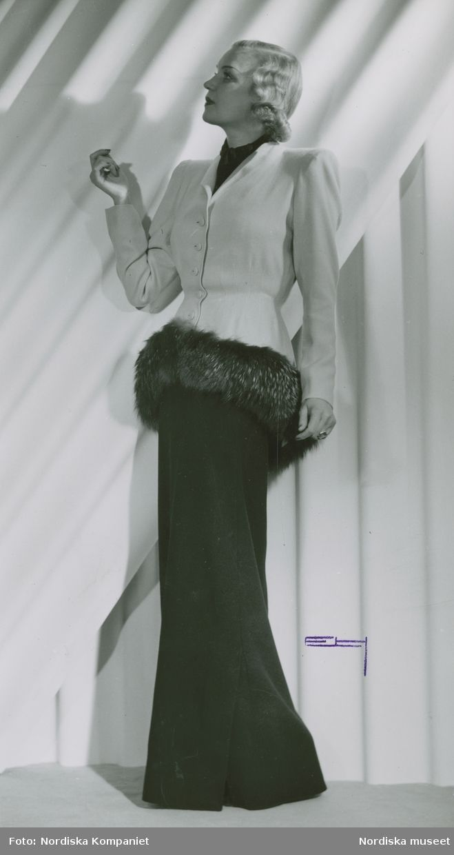 1943. Modell i kavaj med pälskant och långklänning. Modell: Margit Langlet. Foto: Erik Holmén för Nordiska Kompaniet