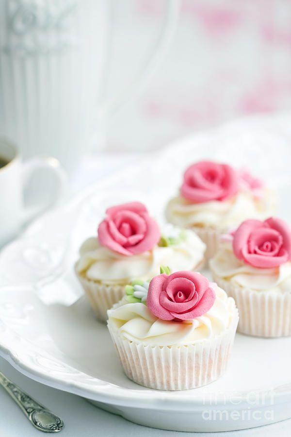 pink roses cupcakes - Buscar con Google