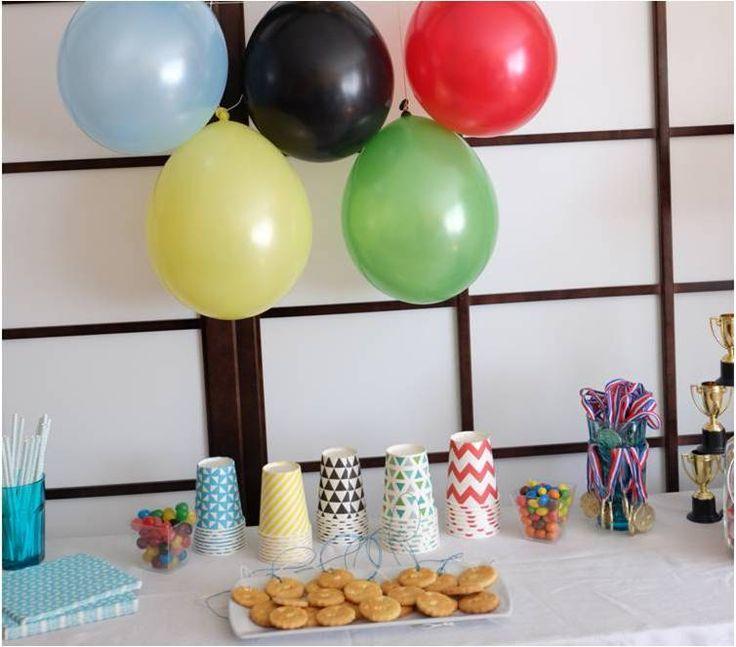 La Miss a toujours le don pour penser à des thèmes d'anniversaire originaux à fêter avec les copains, et j'aime ça ! Après l'anniversaire préhistorique, elle avait envie d'un anniversaire sportif, qui pourrait plaire aussi bien aux filles qu'aux garçons,...