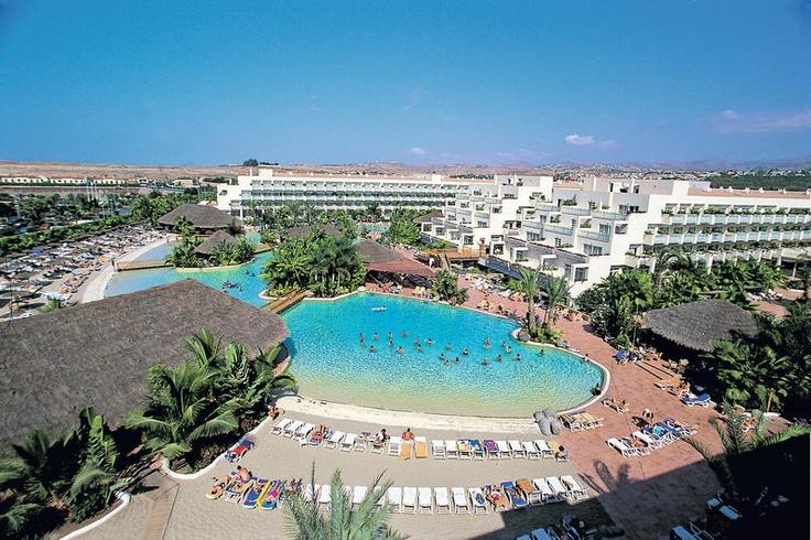 Tabaiba en Maspalomas Princess vormen samen een hotel, waarvan Tabaiba Princess het all inclusive gedeelte is. Beide hotels beschikken over gezamenlijke faciliteiten. Het 4-sterren hotel ligt op 1500 m van het strand. Het beschikt onder andere over een verzorgd tuin met 4 zwembaden en een zandstrand. Het hotel beschikt over fitness. Voor eten en drinken zijn er 7 bars en 3 restaurants. Voor de kinderen is er een miniclub, speeltuin en 2 kinderbaden aanwezig. Officiële categorie ****