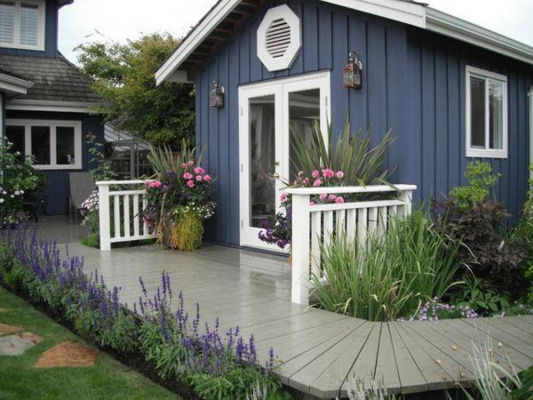 Schwedenblaues Gartenhaus Mit Grauer Terrasse Gartenhaus Holz Gartenhaus Mit Terrasse Gartenhaus