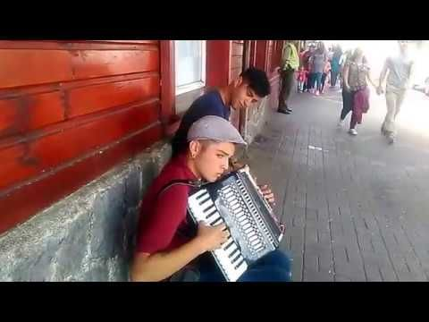 Entrevista a músicos callejeros (Pucón)