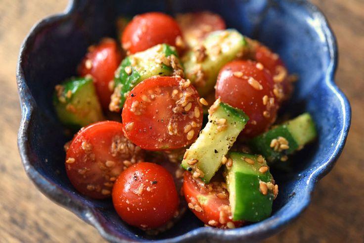 いちばん丁寧な和食レシピサイト、白ごはん.comの『ミニトマトときゅうりのごま和えの作り方』を紹介するレシピページです。ミニトマトときゅうりで、火を使わずに手軽に作れる「ごま和え」を作ります。それぞれ食感と味わいが違うので、単品でごま和えにするよりも、お互いを引き立て合いつつ美味しく仕上がります。ぜひお試しください。