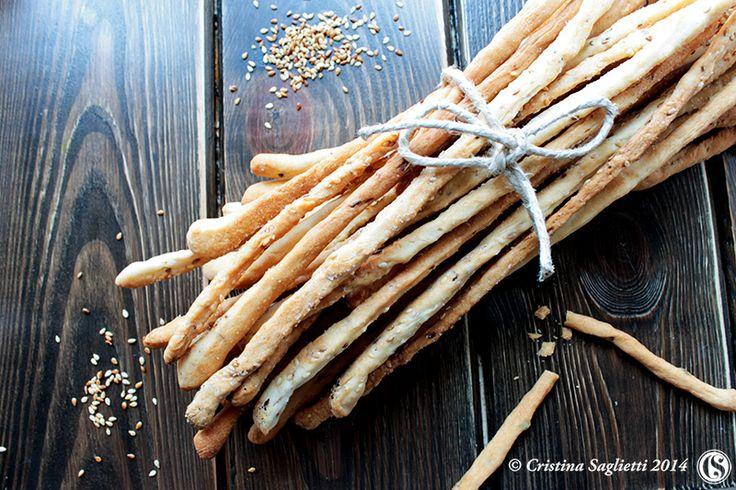 Grissini -croccanti, sottili, speziati e soprattutto facilissimi da preparare- Una ricetta facilissima per dei grissini gustosi e croccanti rigorosamente handmade