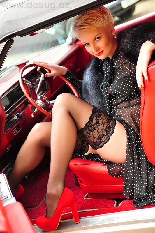 Nice leg pussy shot in car