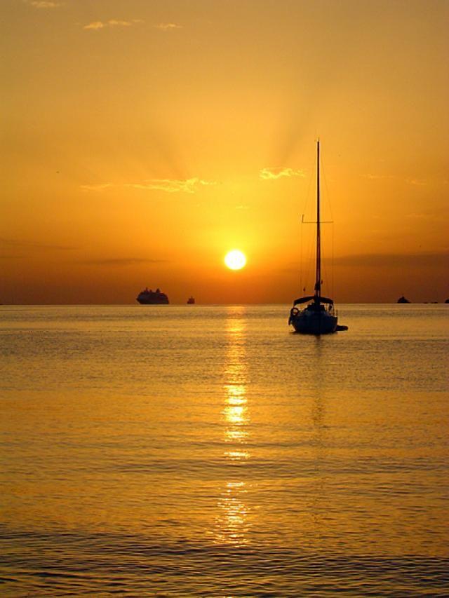 Puesta de sol sobre Ibiza
