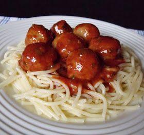 Hozzávalók 4 személyre 25 dkg spagettitészta A gombócokhoz 50 dkg darált hús 10 dkg zsemlemorzsa 1 gerezd fokhagyma 1 tojás só...
