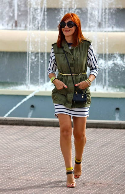 military-inspired.: Navy Chic, Fashion Lady, Chicks Spring, Summer Style, Street Style, Chic Chicks, Chic Safari, Fashioni Stuff, Personalized Style