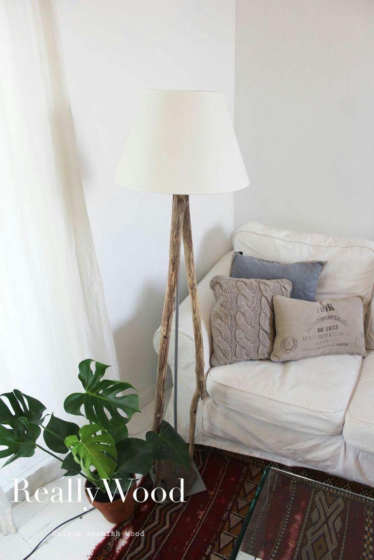Un bonito rincón con una lámpara única de pie. Creando cosas nuevas con la mejor madera 🙌🏻🚀✔ @reallywood #salón #wood #spanish #amano #unico