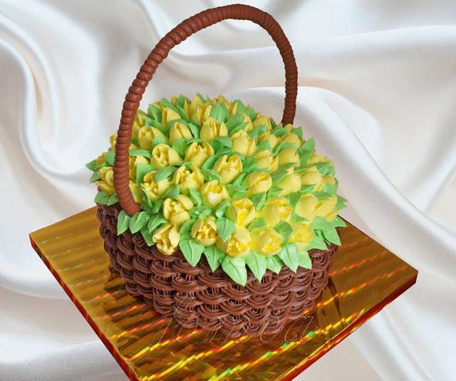 Торт кошик з тюльпанами