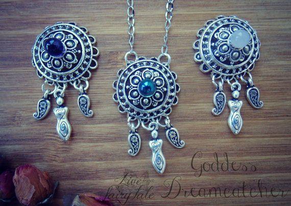 Goddess Dreamcatcher Necklace di liveinafairytale su Etsy #pagandreamcatcher #goddessdreamcatcher #aquaaura #rosequartz #amethyst #liveinafairytale