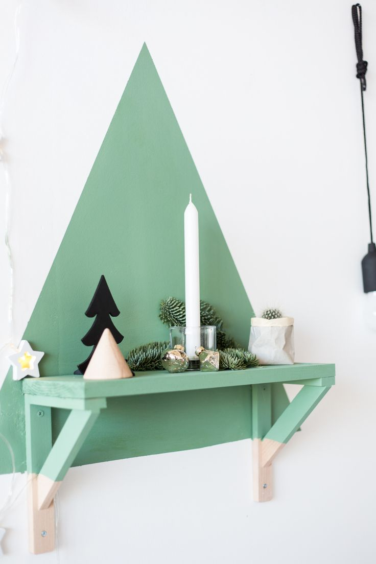 Make this great alternative DIY Christmas tree with just a tester pot of @DuluxUK paint. Click now to see the how to and celebrate the #12ShadesofChristmas with us!