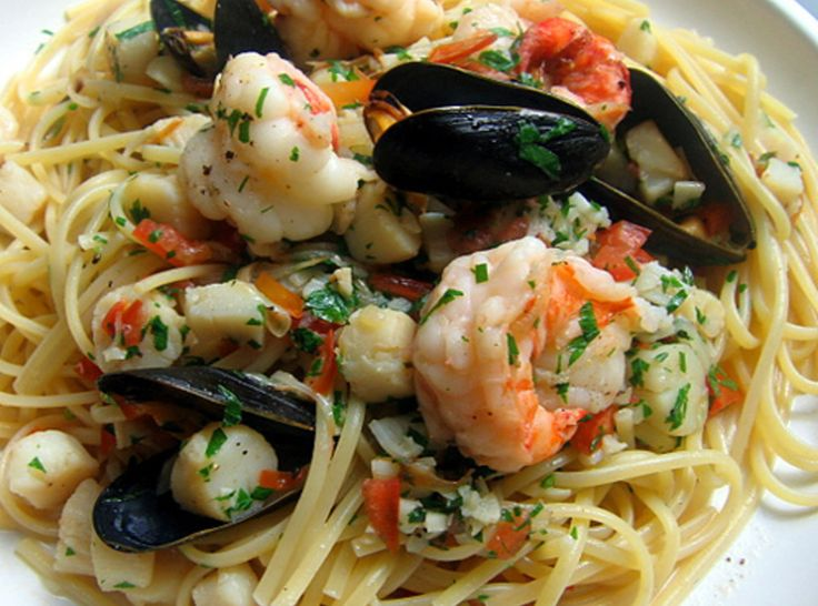 ideas about Seafood Pasta on Pinterest | Garlic butter shrimp pasta ...