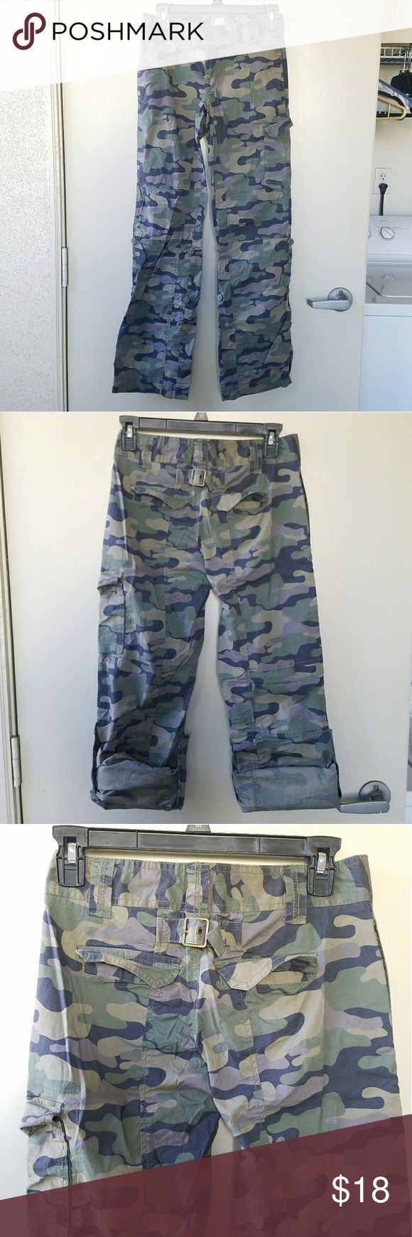 Old Navy / Camo Cargo Pants Old Navy Camo Low Waist Cargo Pants Size: 0 Old Navy Pants