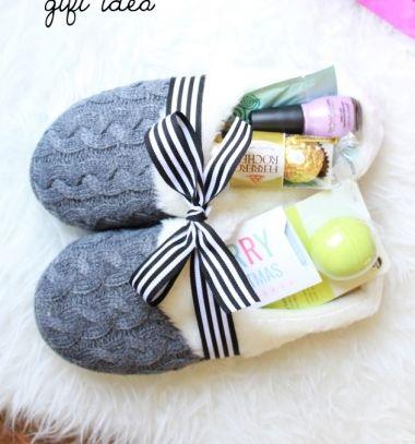 Pampering gifts in cozy slippers - creative gift package // Kényeztető pihenés ajándékba - téli papucsokba csomagolva // Mindy - craft tutorial collection // #christmascrafts #christmasdecors #christmasdiy #diy #DIY #christmas #christmaskidscrafts