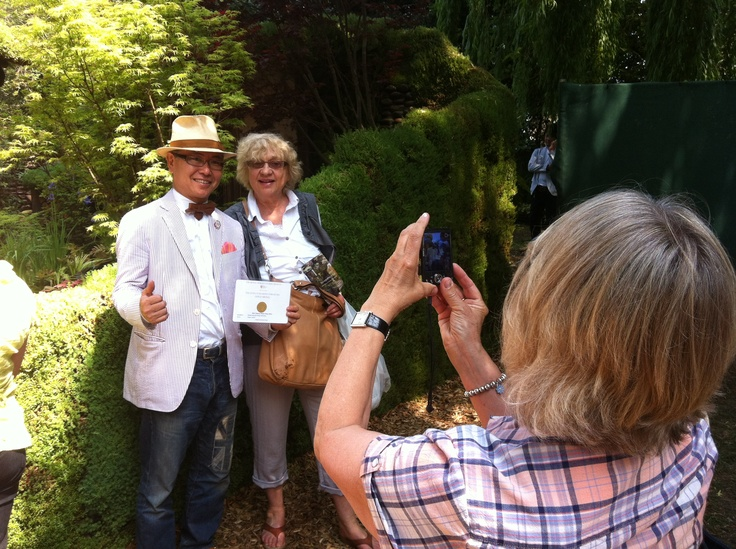 Satoyama Life garden designer Ishihara Kazuyuki celebrates his gold medal with fans