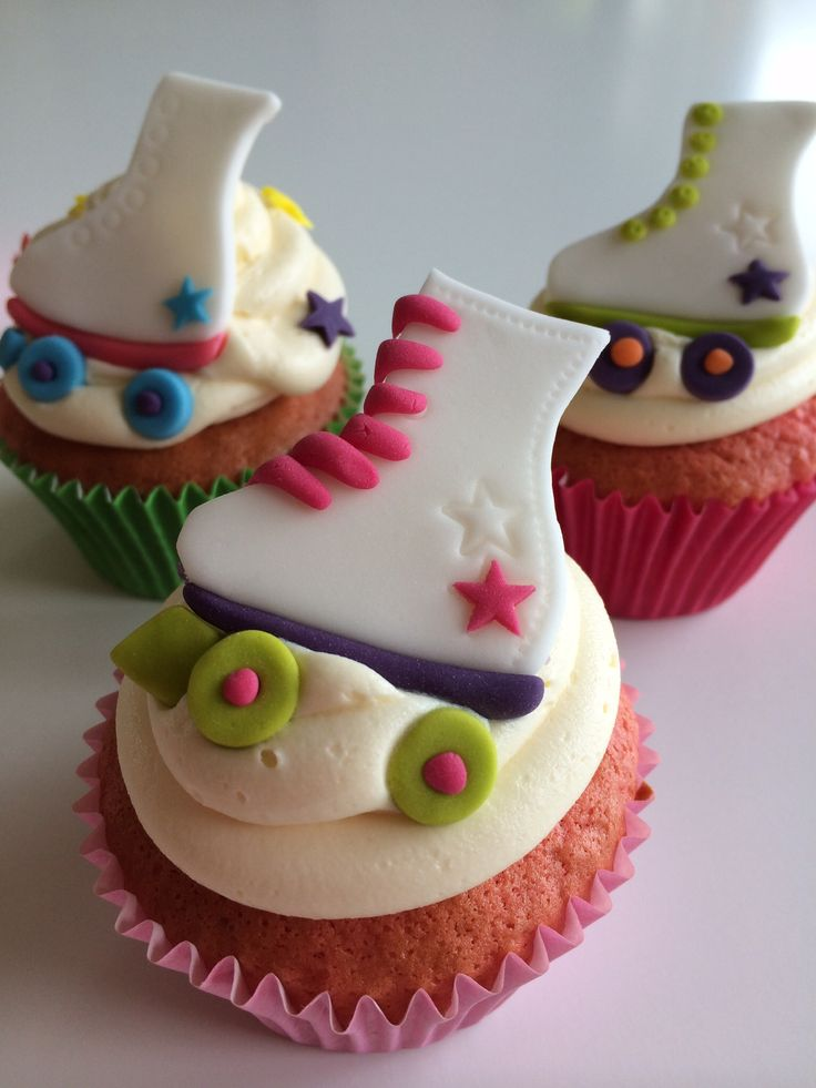 Rollerskate disco Cupcakes with Fondant Toppers.. by Sevenoakspartycakes.co.uk