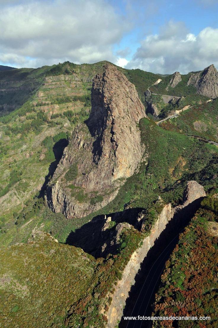 Roque de Agando en el parque de Garajonay, La Gomera.