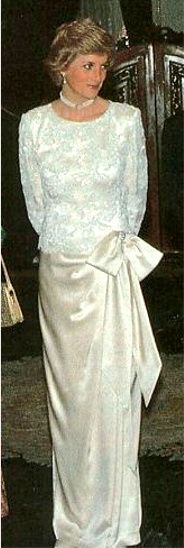 1989-11-04 Diana at a Banquet at the Istana Merdeka (Freedom Palace) in Jakarta, Indonesia, hosted by President and Mrs Suharto