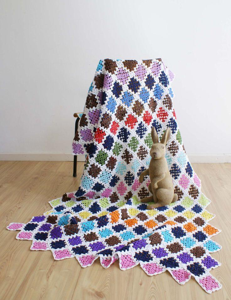 Kleurrijke gehaakte vintage sprei. Handgemaakte retro deken/plaid door FlatSheepVintage op Etsy