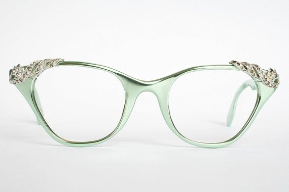 Mint green vintage glasses -- oh how I would LOVE to have a pair of these to wear on certain occasions or in certain circumstances!!