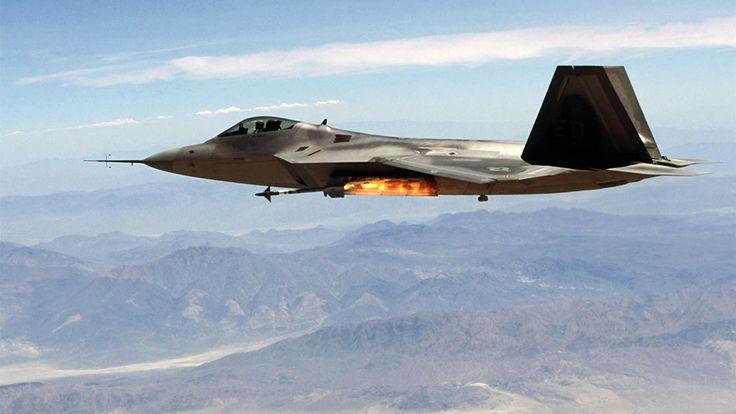 Prototipo de F-22A disparando un AIM-9X Sidewinder, misil aire-aire de corto alcance