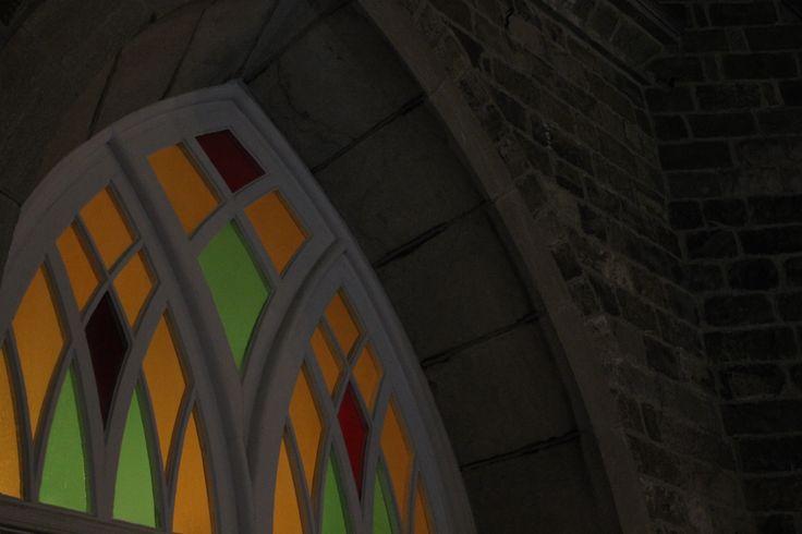 Rivière-du-Loup - Vitrail de l'église St-Patrice un soir de messe