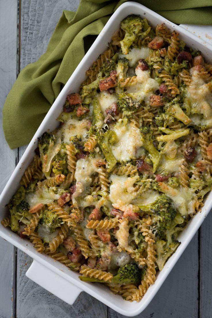 Pasta al forno con broccoli e pancetta: tutta la bontà del verde ortaggio invernale in un primo piatto da leccarsi i baffi!  [Bacon and broccoli baked pasta]