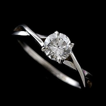 I'm not one to fall in love with engagement rings but this setting is just so simple and elegant.