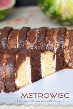 Zupełnie zapomniane ciasto, ale zdecydowanie warte odświeżenia. Pamiętam jeszcze czasy, kiedy w moich rodzinnych stronach bez tego ciasta nie mogła się odbyć żadna impreza. Na każdych imieninach, urodzinach, chrzcinach…